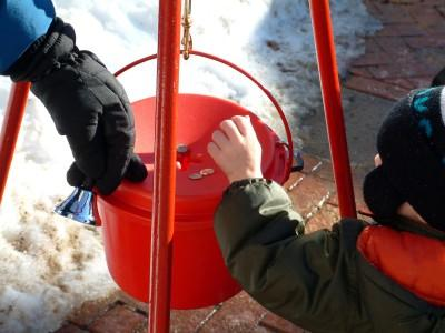 70646-400x300-Red_kettle_donation